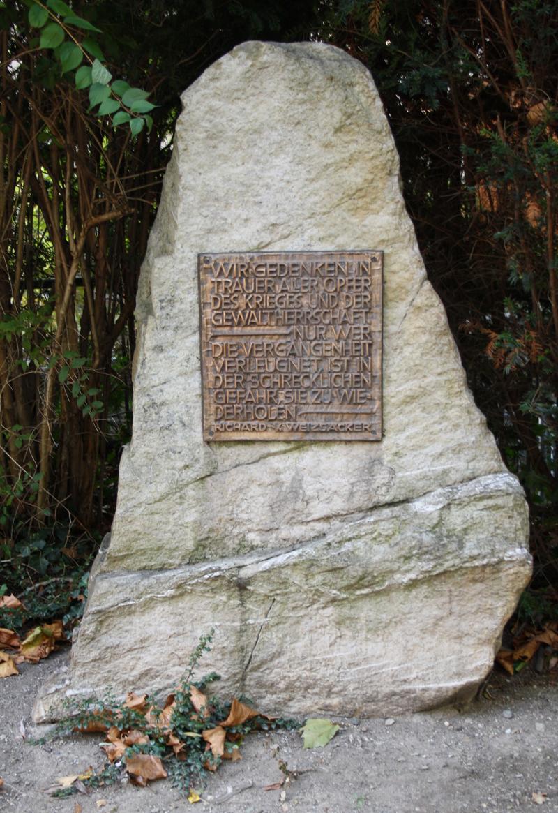 kriegsdenkmal-ww2-oberursel-800px.jpg